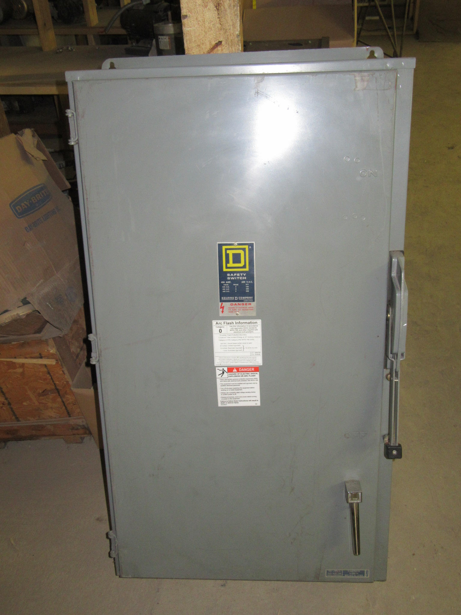 400 AMP 3 PHASE 600 VAC 3R SQUARE D NON - FUSIBLE SAFETY SWITCH DISCONNECT  CAT# HU365AWK