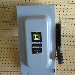 60 AMP 3 PHASE 600 VAC SQUARE D NON – FUSIBLE SAFETY SWITCH DISCONNECT CAT# HU362 SERIES F1