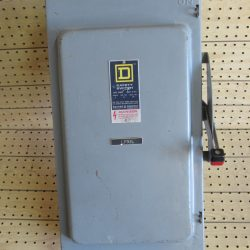 200 AMP 3 PHASE 240 VAC SQUARE D FUSIBLE SAFETY SWITCH DISCONNECT CAT# H324N SERIES D2