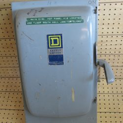 200 AMP 3 PHASE 240 VAC SQUARE D FUSIBLE SAFETY SWITCH DISCONNECT CAT# H324-N SERIES A1