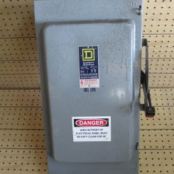 200 AMP 3 PHASE 600 VAC SQUARE D FUSIBLE SAFETY SWITCH DISCONNECT CAT# H-324 SERIES D2