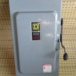 200 AMP 3 PHASE 240 VAC SQUARE D FUSIBLE SAFETY SWITCH DISCONNECT CAT# D324N SERIES E3