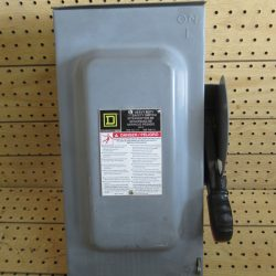 60 AMP 3 PHASE 600 VAC 3R SQUARE D FUSIBLE SAFETY SWITCH DISCONNECT CAT# H362RB SERIES F05