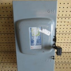 100 AMP 3 PHASE 240 VAC SQUARE D FUSIBLE SAFETY SWITCH DISCONNECT CAT# D-323N SERIES E1